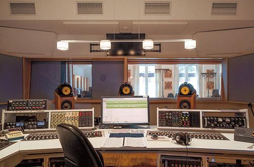 政务专题片配音专用的配音演员用的录音棚风采